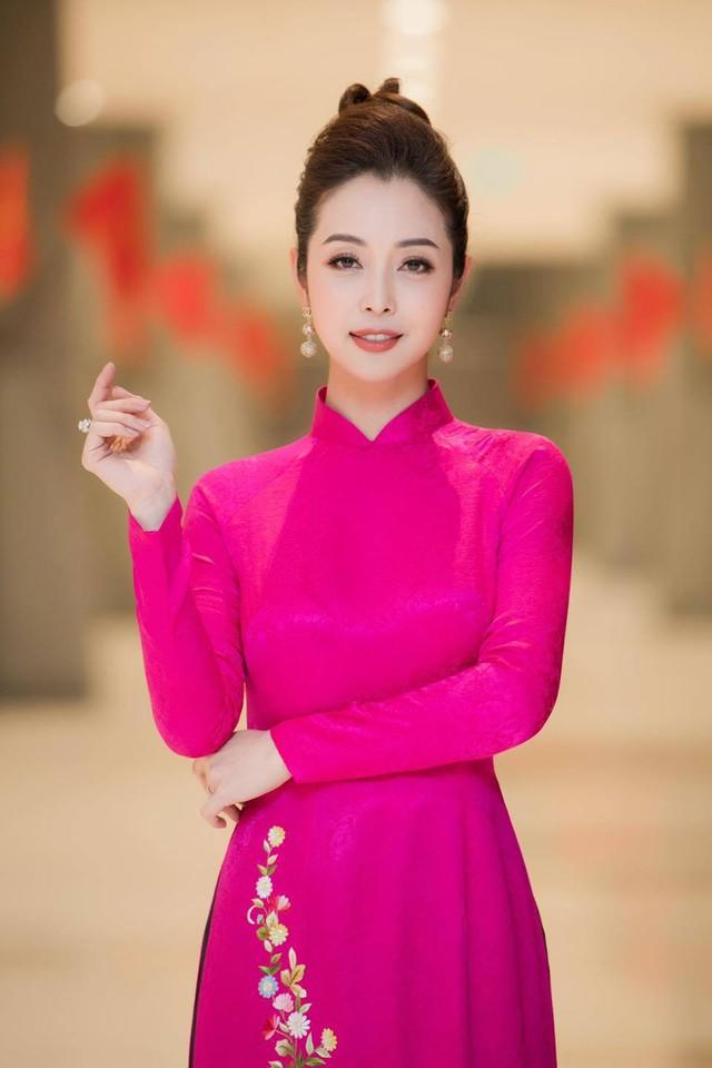 Hoa hậu Jennifer Phạm xinh đẹp và viên mãn tuổi 36 - Ảnh 12.