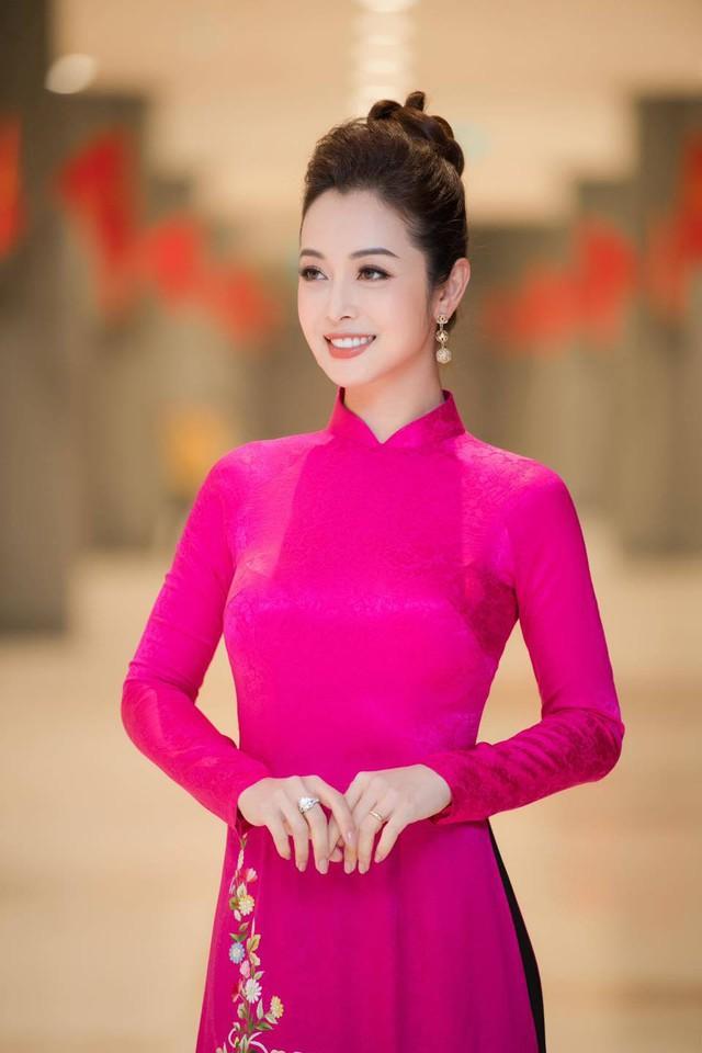 Hoa hậu Jennifer Phạm xinh đẹp và viên mãn tuổi 36 - Ảnh 14.