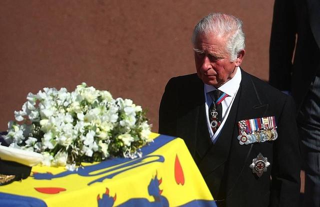 Thái tử Charles rơi nước mắt tiễn đưa cha - Ảnh 5.