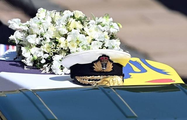 Thái tử Charles rơi nước mắt tiễn đưa cha - Ảnh 6.