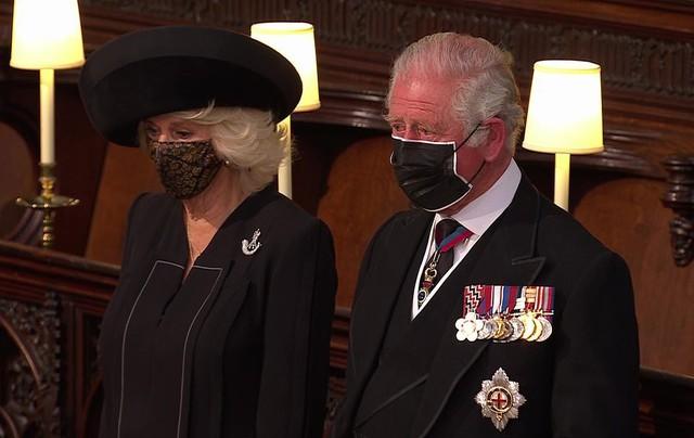 Thái tử Charles rơi nước mắt tiễn đưa cha - Ảnh 8.