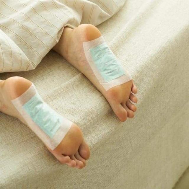 Lật mặt miếng dán thải độc chân dưới góc nhìn của chuyên gia Mỹ: Lợi đâu chưa thấy đã tốn tiền và hỏng… da chân - Ảnh 2.