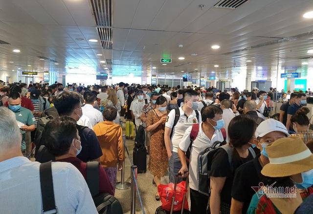 Sân bay Tân Sơn Nhất lên phương án giảm ùn tắc dịp 30/4 - Ảnh 2.