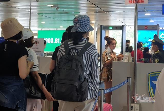 Sân bay Tân Sơn Nhất lên phương án giảm ùn tắc dịp 30/4 - Ảnh 3.