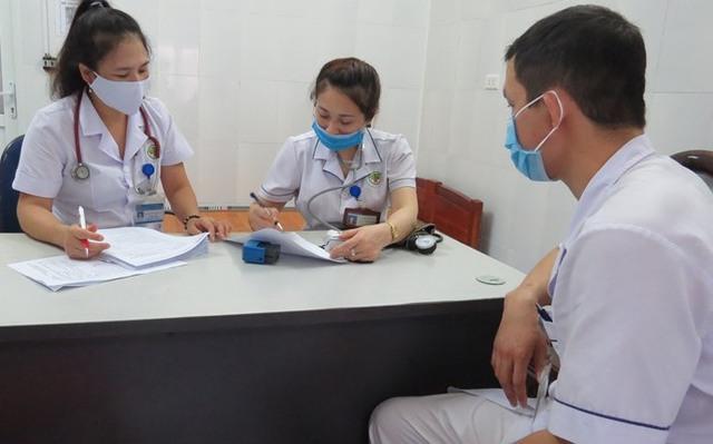 Nghệ An tổ chức tiêm vaccine COVID-19 cho các cán bộ,  y bác sĩ tuyến đầu chống dịch - Ảnh 2.
