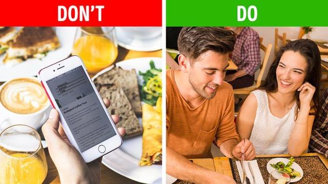 Thói quen cực kì mất lịch sự mà người Việt nên bỏ: Dùng điện thoại cá nhân ngay trong bữa ăn - Ảnh 1.