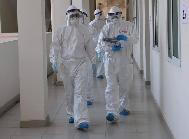 Nam nhân viên khách sạn bất ngờ dương tính SARS-CoV-2 - Ảnh 2.