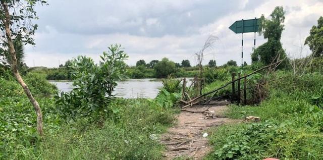 Phát hiện thi thể nữ mặc bộ đồ màu tím trên sông ở Củ Chi  - Ảnh 1.