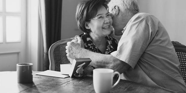 Nghịch lý người trẻ hôn nhân già, và nhiều người già hôn nhân rất trẻ - Ảnh 2.