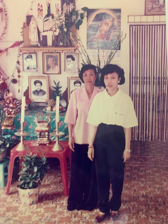 Những mảnh giấy dán trên tường, cầu thang của bà ngoại và mẹ khiến cô gái xúc động: Nội dung quá đặc biệt - Ảnh 4.
