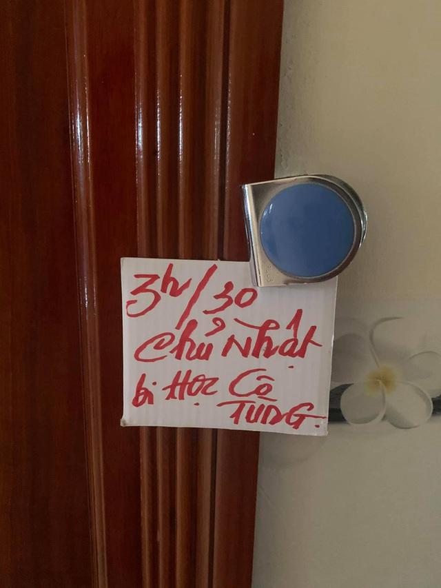 Những mảnh giấy dán trên tường, cầu thang của bà ngoại và mẹ khiến cô gái xúc động: Nội dung quá đặc biệt - Ảnh 9.