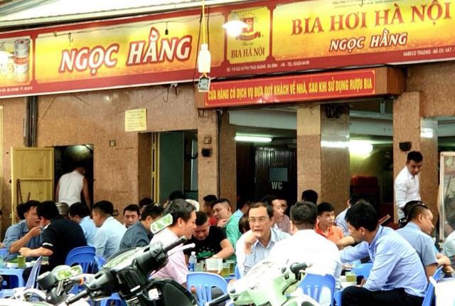 Hỏa tốc: Hà Nội tạm dừng hoạt động các nhà hàng, quán bia, giải tỏa chợ cóc, chợ tạm từ hôm nay để chống dịch - Ảnh 2.