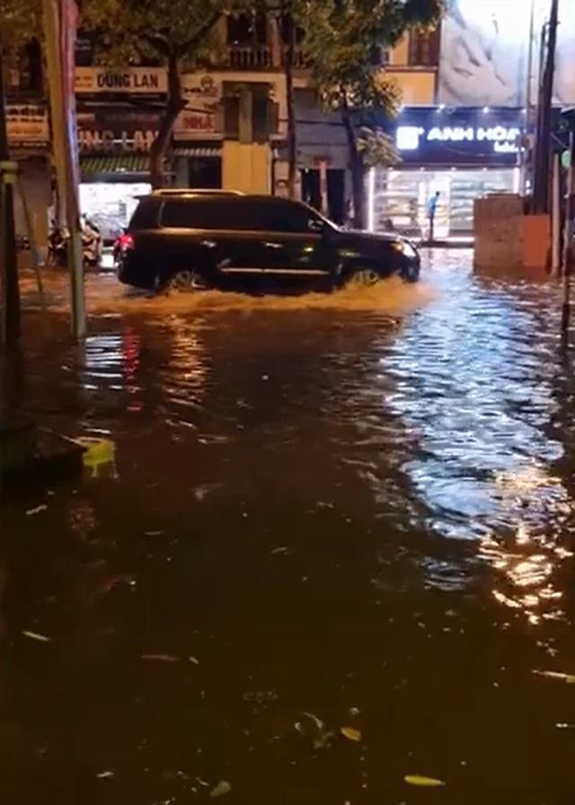 Nhìn lại trận mưa lớn đầu mùa hè được dân mạng chia sẻ - Ảnh 5.