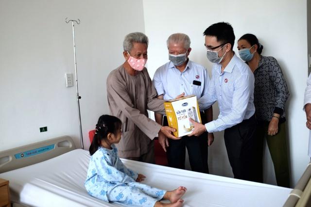 Vinamilk tiếp tục chương trình hỗ trợ kinh phí mổ tim cho trẻ em nghèo trong năm 2021 - Ảnh 2.