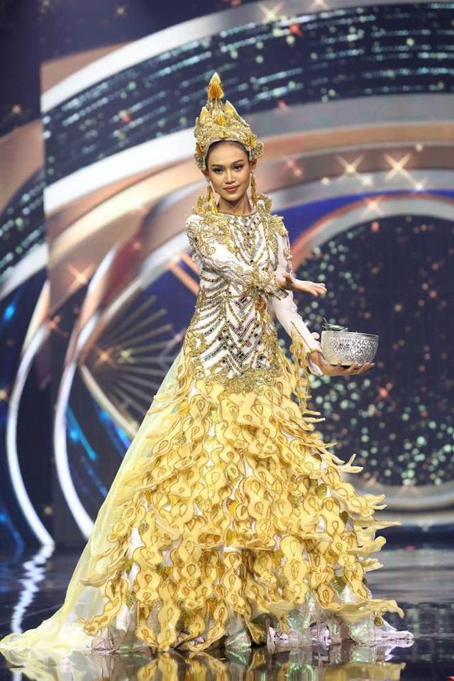 Đại diện Myanmar có hành động bất ngờ tại Miss Universe, fan lo ngại khó có cửa về nước - Ảnh 5.
