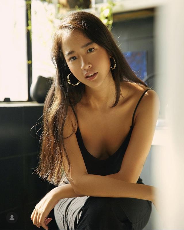 Vẻ đẹp da nâu ngực mỏng của nữ chính trong MV Trốn tìm của Đen Vâu - Ảnh 7.