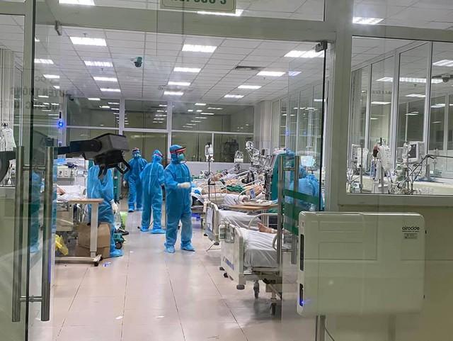 3 nhân viên y tế mắc COVID-19 diễn biến nặng hơn - Ảnh 3.