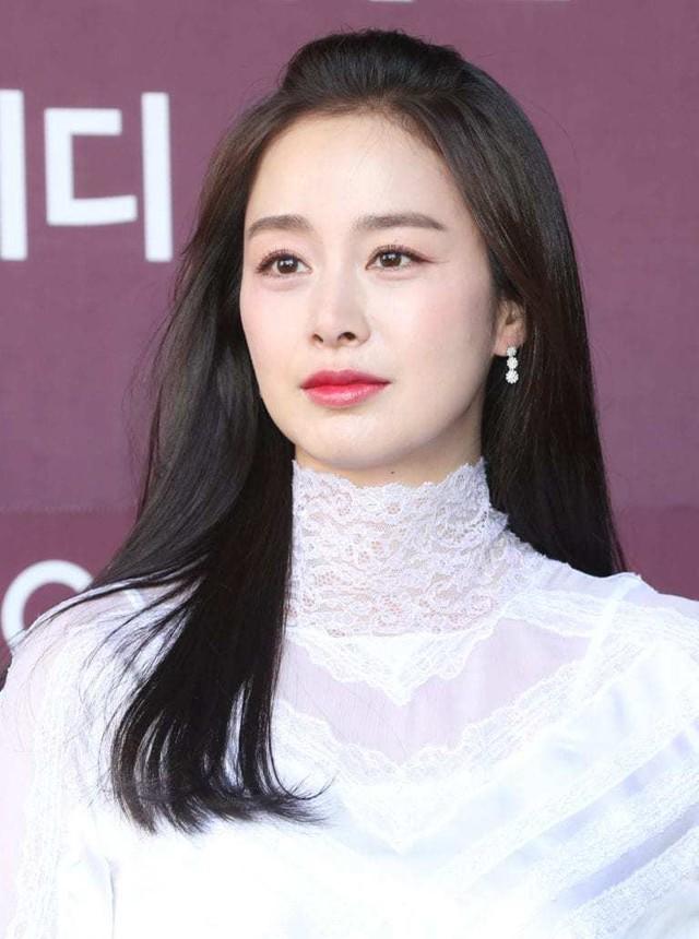 Kim Tae Hee 41 tuổi vẫn đẹp rạng ngời - Ảnh 1.