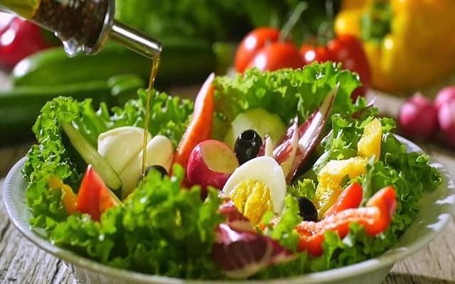 Hướng dẫn chế biến các món salad giảm cân cho chị em nhanh lấy lại vóc dáng thon gọn - Ảnh 1.
