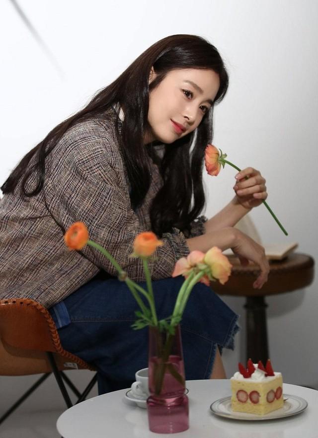 Kim Tae Hee 41 tuổi vẫn đẹp rạng ngời - Ảnh 13.