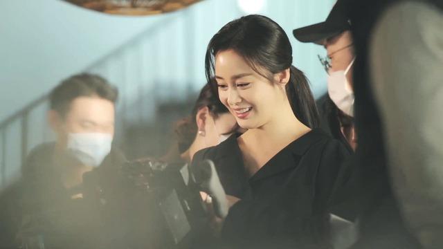 Kim Tae Hee 41 tuổi vẫn đẹp rạng ngời - Ảnh 14.