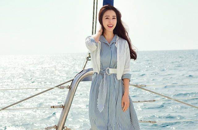 Kim Tae Hee 41 tuổi vẫn đẹp rạng ngời - Ảnh 16.
