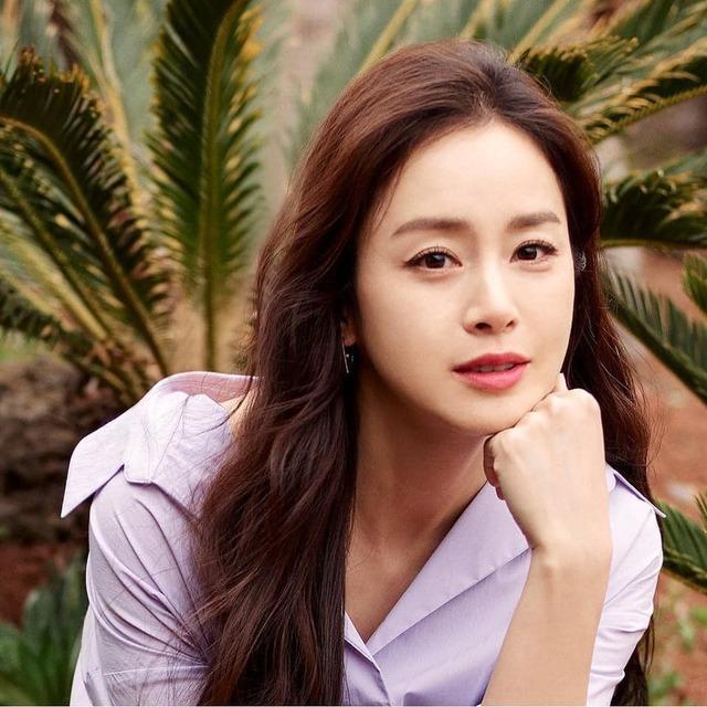 Kim Tae Hee 41 tuổi vẫn đẹp rạng ngời - Ảnh 23.