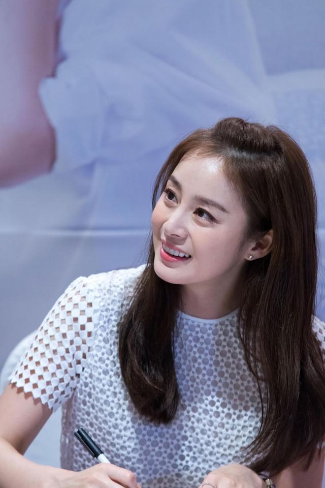 Kim Tae Hee 41 tuổi vẫn đẹp rạng ngời - Ảnh 5.