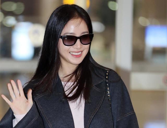 Kim Tae Hee 41 tuổi vẫn đẹp rạng ngời - Ảnh 6.