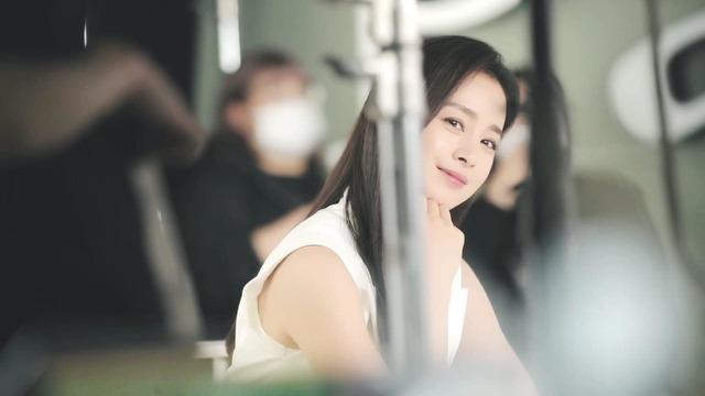 Kim Tae Hee 41 tuổi vẫn đẹp rạng ngời - Ảnh 10.