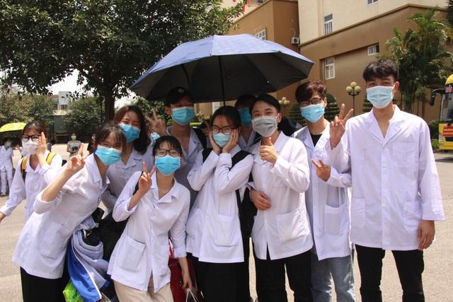 Sinh viên trường y xuất quân chi viện Bắc Ninh, Bắc Giang chống dịch - Ảnh 11.