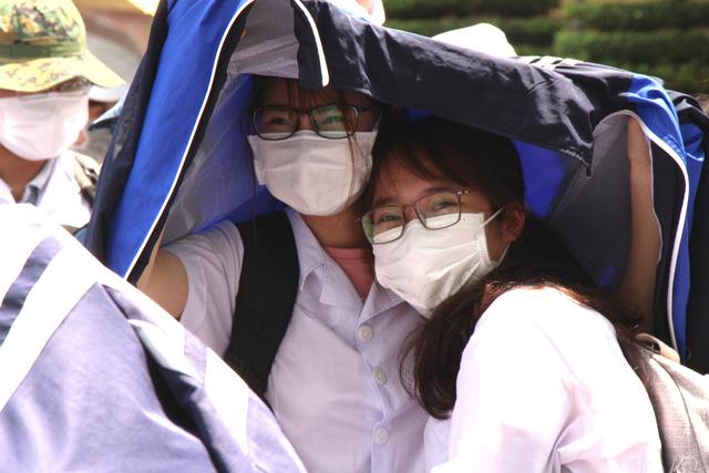 Sinh viên trường y xuất quân chi viện Bắc Ninh, Bắc Giang chống dịch - Ảnh 12.