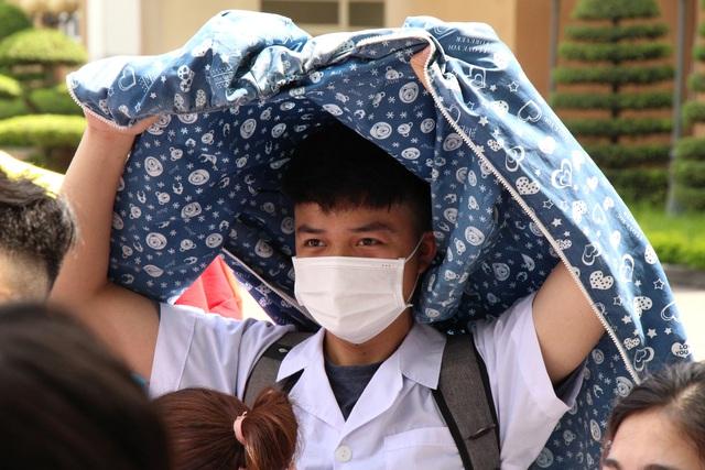 Sinh viên trường y xuất quân chi viện Bắc Ninh, Bắc Giang chống dịch - Ảnh 9.