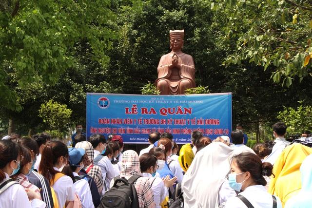 Sinh viên trường y xuất quân chi viện Bắc Ninh, Bắc Giang chống dịch - Ảnh 3.