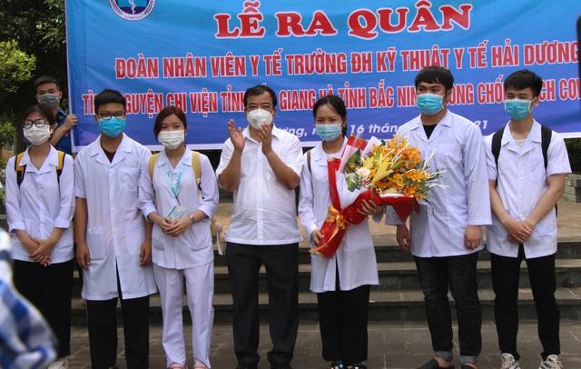 Sinh viên trường y xuất quân chi viện Bắc Ninh, Bắc Giang chống dịch - Ảnh 8.