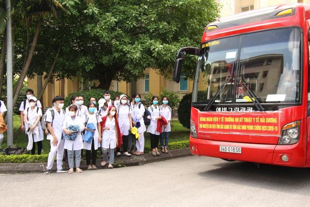 Sinh viên trường y xuất quân chi viện Bắc Ninh, Bắc Giang chống dịch - Ảnh 16.
