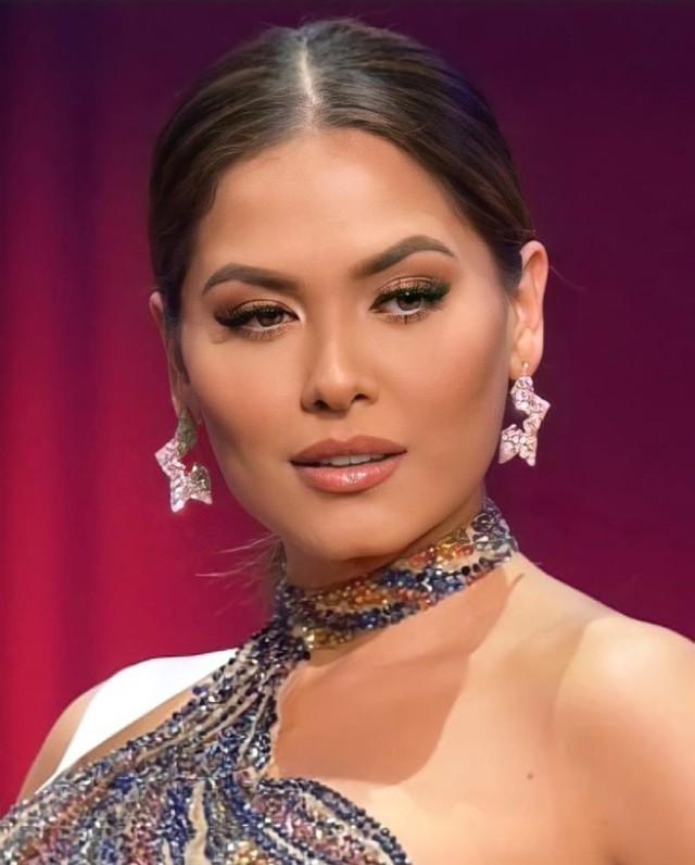 Style đời thường của Tân Hoa hậu Hoàn vũ Mexico: Chuẩn bánh bèo chúa khi diện toàn váy áo hoa lá hẹ - Ảnh 1.