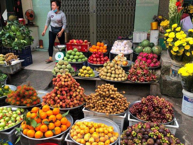 Trái cây đầu mùa giá rẻ chưa từng thấy - Ảnh 2.