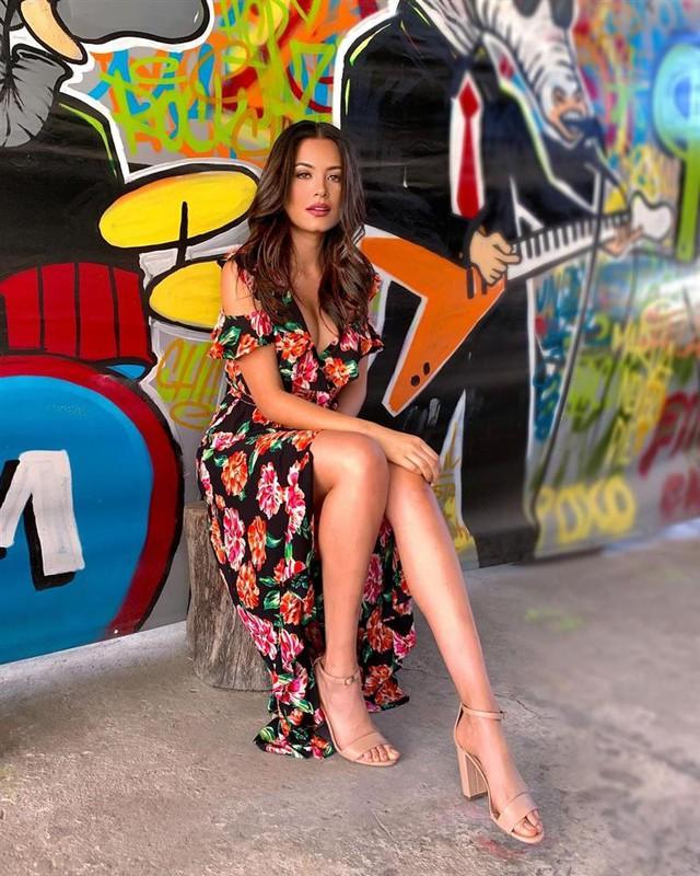 Style đời thường của Tân Hoa hậu Hoàn vũ Mexico: Chuẩn bánh bèo chúa khi diện toàn váy áo hoa lá hẹ - Ảnh 12.
