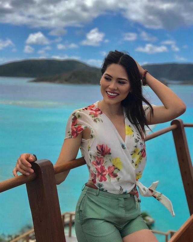 Style đời thường của Tân Hoa hậu Hoàn vũ Mexico: Chuẩn bánh bèo chúa khi diện toàn váy áo hoa lá hẹ - Ảnh 6.