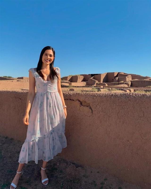 Style đời thường của Tân Hoa hậu Hoàn vũ Mexico: Chuẩn bánh bèo chúa khi diện toàn váy áo hoa lá hẹ - Ảnh 9.
