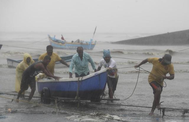 Chưa hết địa ngục trần gian COVID-19, người dân Ấn Độ lại sắp hứng chịu siêu bão mạnh nhất trong vòng 20 năm - Ảnh 3.