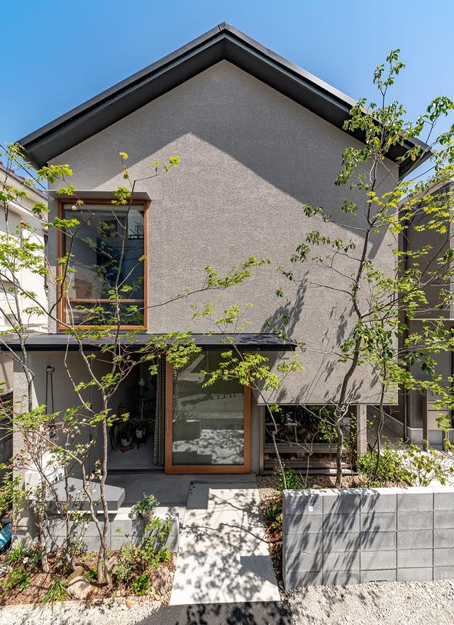 Căn nhà phố với mặt tiền tối giản nhưng đem lại sự hài hòa đến bất ngờ ở Nhật Bản - Ảnh 2.