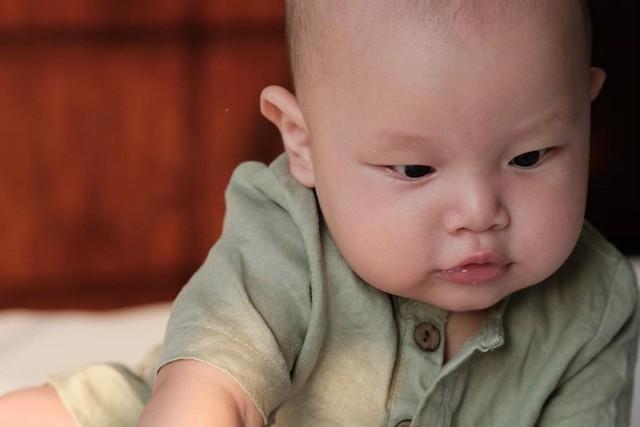 Gương mặt hoang mang của Leon nhà Hồ Ngọc Hà vì hết bị mẹ rồi lại đến chị gái Lisa mắng - Ảnh 5.