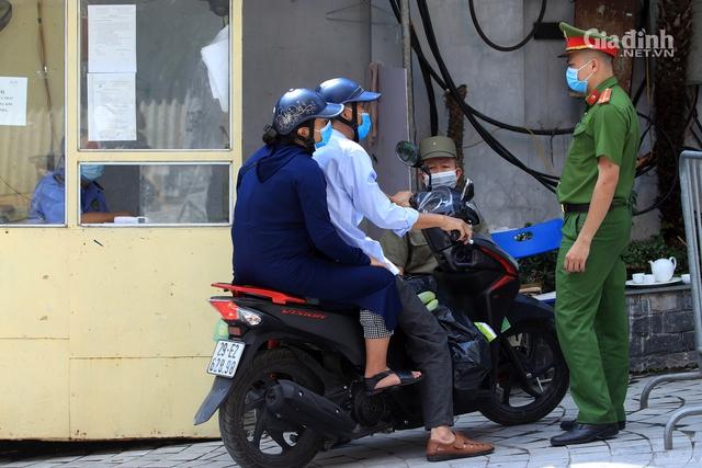 Nữ nhân viên quán bar Sunny ở Vĩnh Phúc mắc COVID-19 có lịch trình di chuyển dày đặc, Hà Nội phong tỏa nơi ở khẩn cấp - Ảnh 3.
