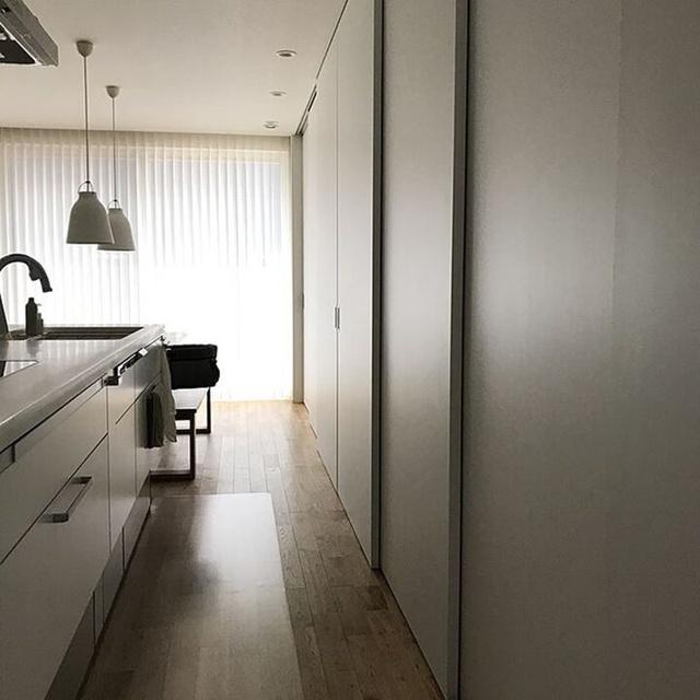 Bếp mà chẳng thấy bếp đâu - thiết kế lưu trữ độc đáo gấp đôi không gian lại cực sạch đẹp dành cho những căn bếp mở - Ảnh 5.