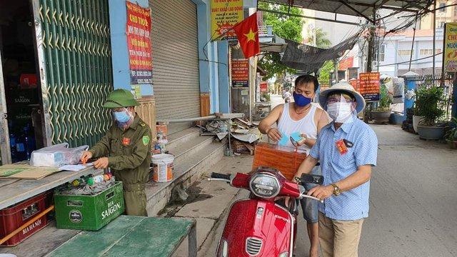 Những hình ảnh đặc biệt tại tâm dịch Bắc Giang - Ảnh 7.