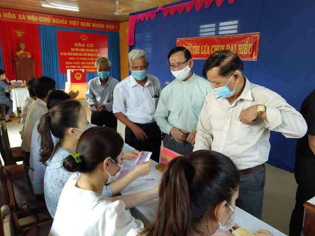 787 cử tri đặc biệt ở Thừa Thiên Huế được bầu cử ngay tại cửa phòng cách ly - Ảnh 9.