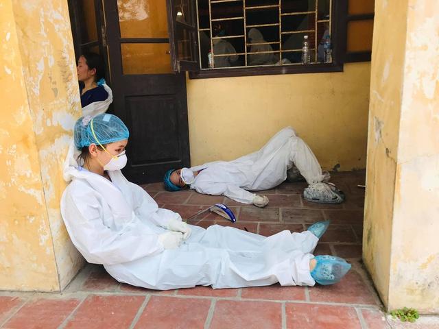 Bắc Ninh có 460 ca mắc COVID-19, nhiều cán bộ y tế kiệt sức - Ảnh 4.