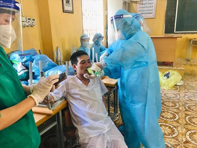 Bắc Ninh có 460 ca mắc COVID-19, nhiều cán bộ y tế kiệt sức - Ảnh 5.